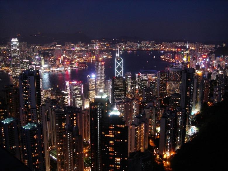 Hong_Kong_at_night_from_Victoria_Peak (1)